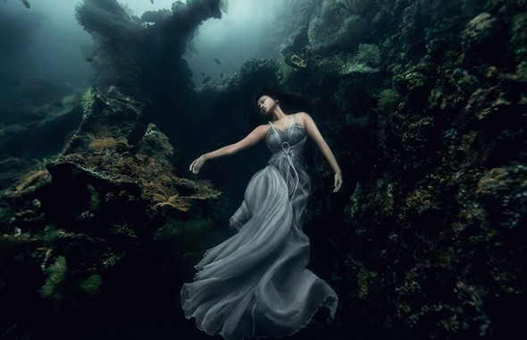 Benjamin Von Wong's shipwreck photo shoot
