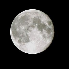 UK Super Moon...ZR-850