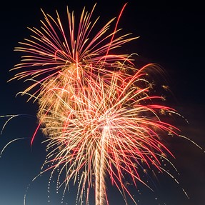 My first time ever taking pictures of fireworks with a digital camera ( G7 )