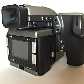 PRICED TO SELL! For just 3 days! Hasselblad H1 w/35mm lens & 50-110mm zoom, Phase One P45+, $8,900!